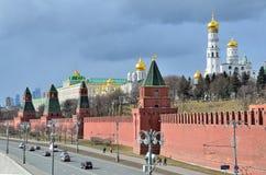 Moskva Ryssland, mars, 20, 2016, rysk plats: bilar near Moskva kremlin Royaltyfria Bilder