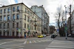 Moskva Ryssland - mars 14, 2016 TvärgataNovoryazanskaya gata och Pereulok Basmanny Royaltyfria Foton