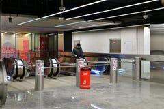 Moskva Ryssland - mars 17 2018 utgången från tunnelbanastationen Petrovsky parkerar Arkivbilder