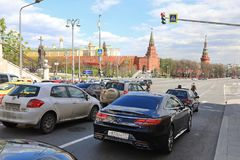 MOSKVA RYSSLAND -, MAY 13 2017: Mokhovaya gata på Kreml i Mos Royaltyfria Bilder
