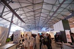 MOSKVA RYSSLAND - NOVEMBER 15-16, 2017 Blockchain och Bitcoin konferens Expo på den Sokolniki utställningmitten Arkivbilder