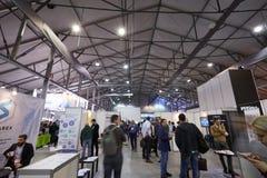 MOSKVA RYSSLAND - NOVEMBER 15-16, 2017 Blockchain och Bitcoin konferens Expo på den Sokolniki utställningmitten Royaltyfri Bild