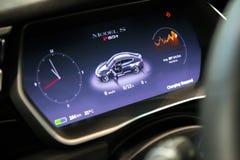 MOSKVA RYSSLAND - NOVEMBER 23, 2016: Inre av kabinen Teslaen Arkivfoto
