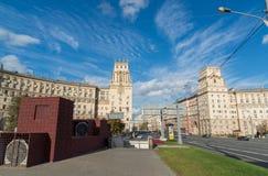 Moskva Ryssland-Oktober 01 2016 Berömda historiska hus nummer 30 och 37a på Leninsky Prospekt Arkivfoto