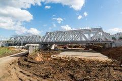 Moskva Ryssland-Oktober 01 2016 konstruktion av järnväg av den centrala cirkeln för Moskva Royaltyfri Foto
