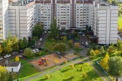 Moskva Ryssland - Oktober 10 2017 microdistrict 16 av staden av Zelenograd Royaltyfri Bild