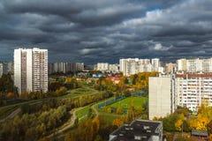 Moskva Ryssland - Oktober 10 2017 microdistrict 16 av staden av Zelenograd i molnigt väder Arkivfoton
