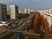 Moskva Ryssland - Oktober 20 2018 sikt från ovannämnt på central aveny i Zelenograd royaltyfri fotografi