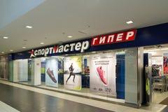 Moskva Ryssland - Oktober 01 2016 Sportmaster - ett nätverk av shoppar och godssportswearen i shopping och underhållning Fotografering för Bildbyråer
