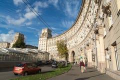 Moskva Ryssland-Oktober 01 2016 Stalinist arkitektur för berömda historiska hus på Leninsky Prospekt Royaltyfri Foto