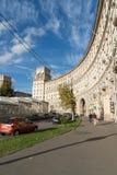 Moskva Ryssland-Oktober 01 2016 Stalinist arkitektur för berömda historiska hus på Leninsky Prospekt Arkivfoto