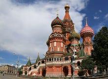 Moskva Ryssland, röd fyrkant, domkyrka av intervention av mest heliga Theotokos på vallgraven Arkivbilder