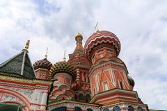 Moskva Ryssland, röd fyrkant, tempel av basilika den välsignad, Minin och Pojarsky monumentet Arkivfoton