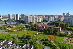 Moskva Ryssland - September 01 2016 Bästa sikt av boulevard 16 i området Zelenograd Arkivfoto