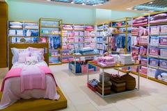 Moskva Ryssland - September 15 2017 Barns sängkläder shoppar in det Zara Home lagret i gallerian Zelenopark Royaltyfria Bilder