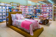 Moskva Ryssland - September 15 2017 Barns sängkläder shoppar in det Zara Home lagret i gallerian Zelenopark Arkivbild