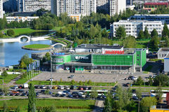 Moskva Ryssland - September 01 2016 En bästa sikt av område 15 i Zelenograd sommar Arkivbild