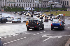 Moskva RYSSLAND - SEPTEMBER 10: flöde av trafik på stadsvägen på SEPTEMBER 10, 2014 Royaltyfri Foto