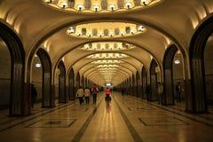 Moskva RYSSLAND - SEPTEMBER 12: Folk i Moskvatunnelbana på SEPTEMBER 12, 2014 Royaltyfria Foton