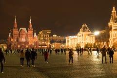 Moskva Ryssland - September 30, 2017: Folket går på röd fyrkant W royaltyfria bilder