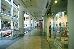 Moskva RYSSLAND - SEPTEMBER 11: köpcentrumsupermarket på SEPTEMBER 11, 2015 Royaltyfria Foton