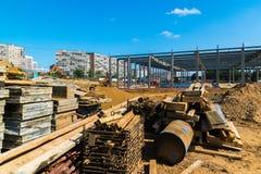 Moskva Ryssland - September 01 2017 Konstruktion av köpcentret i Zelenograd Arkivfoton