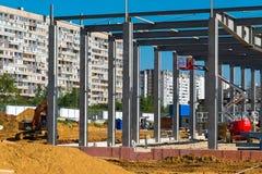 Moskva Ryssland - September 01 2017 Konstruktion av köpcentret i Zelenograd Royaltyfria Bilder