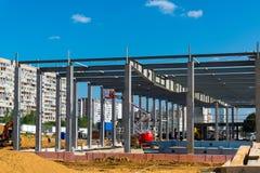 Moskva Ryssland - September 01 2017 Konstruktion av köpcentret i Zelenograd Royaltyfria Foton