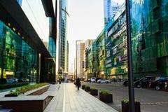 Moskva Ryssland - September 10, 2017: Moskvastad Område av affärsmitt Glass skyskrapor som reflekterar solljus Arkivbild