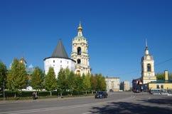 MOSKVA RYSSLAND - September 23, 2015: Novospassky kloster Arkivbild