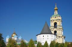 MOSKVA RYSSLAND - September 23, 2015: Novospassky kloster Arkivfoton