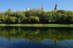 MOSKVA RYSSLAND - September 23, 2015: Novospassky kloster Royaltyfria Bilder