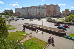 Moskva Ryssland - September 01 2016 Zelenograd med sikter av domstolsbyggnaden Arkivbilder