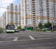 MOSKVA RYSSLAND - 05 29 2015 Sikt Mitino - ett av nya områden av Moskva Royaltyfria Bilder