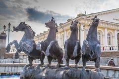MOSKVA RYSSLAND: Springbrunn fyra säsonger av Zurab Tsereteli i Alexander Garden Royaltyfria Foton