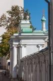 Moskva Ryssland - 09 21 2015 Starovagankovsky gränd och tempel av St Nicholas Fotografering för Bildbyråer