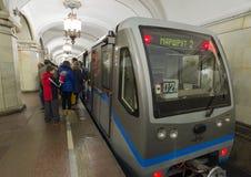 MOSKVA RYSSLAND 11 11 2014 tunnelbanastation Taganskaya, Ryssland Moskvatunnelbanan bär över 7 miljon passagerare per dag Royaltyfria Bilder