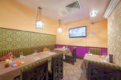 MOSKVA - SEPTEMBER 2014: Inre av den orientaliska restaurangen Fotografering för Bildbyråer