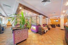 MOSKVA - SEPTEMBER 2014: Inre av den orientaliska restaurangen Arkivbilder