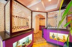 MOSKVA - SEPTEMBER 2014: Inre av den orientaliska restaurangen Royaltyfri Foto