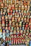 MOSKVA - September 19, 2017: Mycket stort val av matryoshkas Royaltyfri Bild
