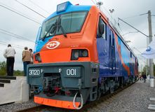 MOSKVA SEPTEMBER, 08, 2011, utställning EXPO1520: Främre sikt på den ryska elektriska lokomotivet EP20 Nytt modernt snabbt ryskt  Arkivbild