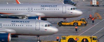 Moskva Sheremetyevo flygplats, Ryssland - September 24, 2016: Aeroflot - ryska flygbolagflygplan A320-200 VQ-BAY och Arkivbild