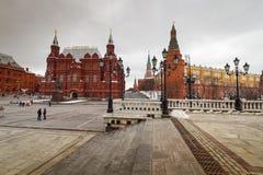 Moskva, sikt av den röda fyrkanten och museet Royaltyfri Foto