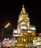 Moskva skyskrapa på natten Royaltyfri Fotografi
