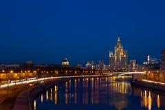 Moskva som är i stadens centrum på aftonen Royaltyfria Bilder