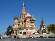 MOSKVA: St-basilikas domkyrka (den Pokrovsky domkyrkan) Royaltyfri Bild