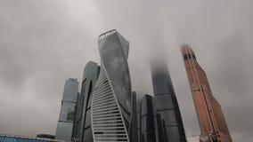 Moskva-stad för mitt för affär för Moskva för den Tid schackningsperioden består internationella så kallad skyskrapor, av affär,  lager videofilmer