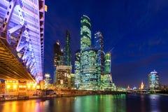 Moskva-stad på natten moscow russia Arkivfoton