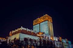 Moskvaakademi av vetenskapsnärbilden med en tornklocka fotografering för bildbyråer